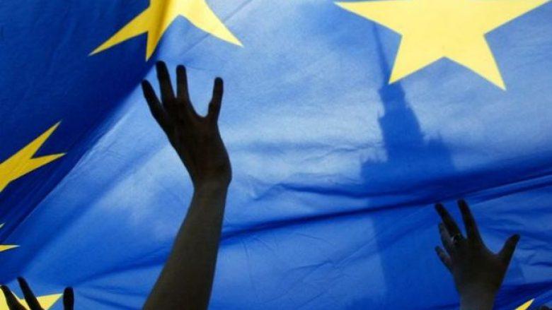 Presion që Brukseli t'i hapë Kosovës rrugën e liberalizimit të vizave