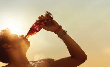"""Këto janë efektet e """"Coca-Cola"""" brenda një ore pas konsumimit!"""