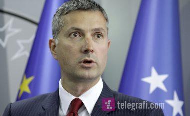 Çollaku-Gjuriqit: Serbia do të presë gjatë për t'u anëtarësuar në BE