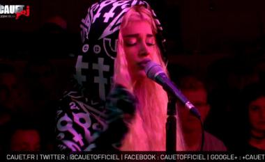 Era performon live para publikut në Francë (Video)