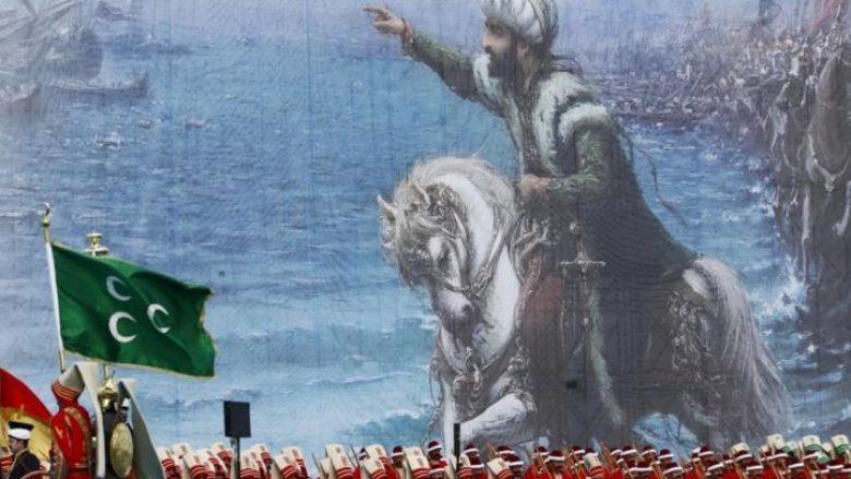 Dy versionet e historisë moderne turke: A ishte properëndimor apo mysliman i madh Sulltani që pushtoi Kostandinopojën?