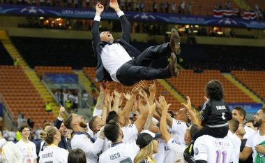 Futbollistët e Real Madridit festojnë para flamurit shqiptar (Foto)