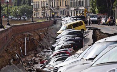 """Shembje rruge në Firence, hendeku """"përpin"""" njëzet makina (Foto)"""