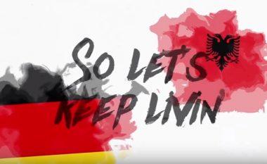 Kënga e Europianit hapet me flamurin kuqezi (Video)