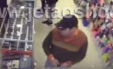 Shikojeni hajdutin se si i vjedh dy telefona brenda pak minutash (Video)
