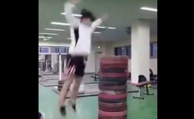 Kërcejnë si karkaleca (Video)