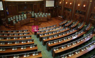 Deputetët marrin 1,500 euro në muaj dhe mungojnë në seancat e Kuvendit (Video)