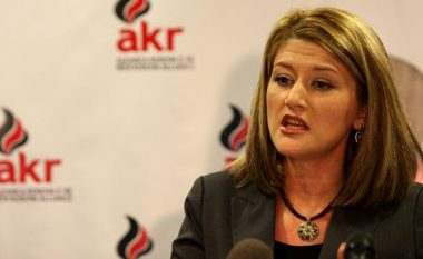 """Mimoza Kusari nuk e komenton deklaratën """"thumbuese"""" të AKR-së"""