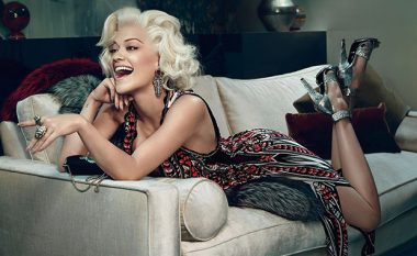 Kur Rita Ora tallet me babanë (Video)