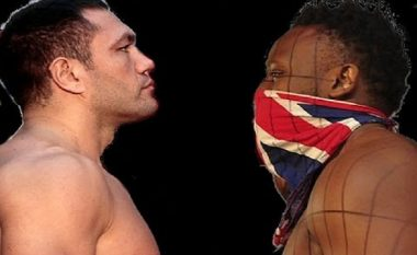 Plasë grushti në mes të boksierëve të njohur para matjes (Video)