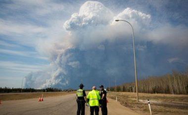 Gjendje e jashtëzakonshme nga zjarri në Alberta të Kanadasë