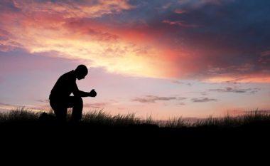 A e dëmton trurin besimi në Zot? Ja çfarë thotë shkenca!