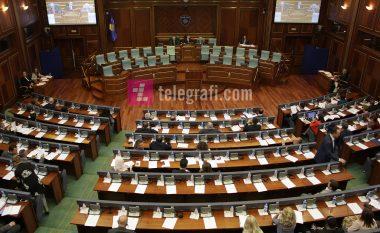 21 deputetë dorëzuan mandatet, 8 braktisën subjektet politike