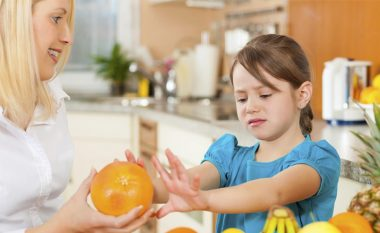 Si t'i bindni fëmijët që të hanë fruta