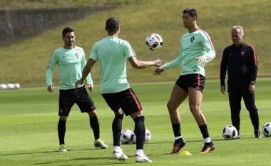 Ronaldo dhuron spektakël në stërvitje, paralajmëron Poloninë (Video)