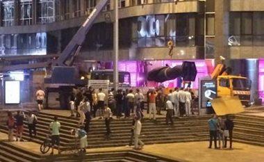 Pas gjashtë viteve premtime, vendoset përmendorja e Nexhat Agollit në qendër të Shkupit (Video/Foto)