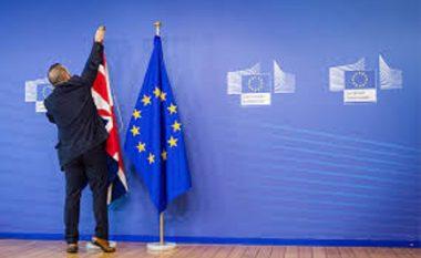 Brexiti përçahen britanikët, të rinjtë kthehen kundër të vjetërve