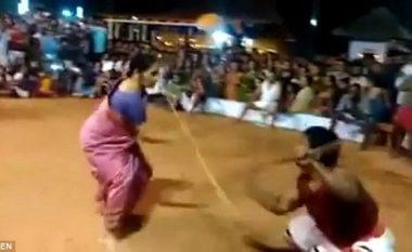 Gjyshja mahnit me aftësitë në artet marciale: 76-vjeçarja me shkop, që s'i trembet askujt! (Video)
