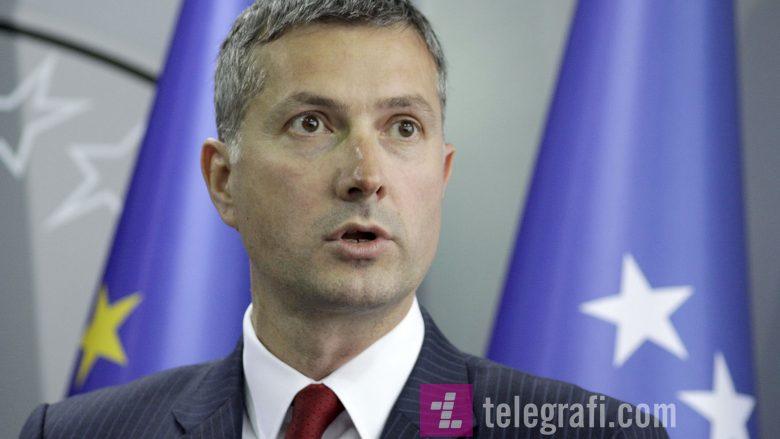 Çollaku akuzon Qeverinë për mostransparencë në buxhet, thotë se rrezikohen vizat