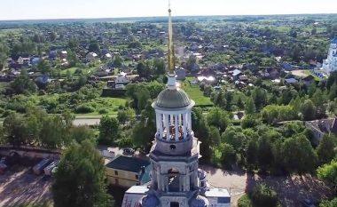 Droni filmon rastësisht çiftin duke bërë seks në maje të manastirit (Video, +18)