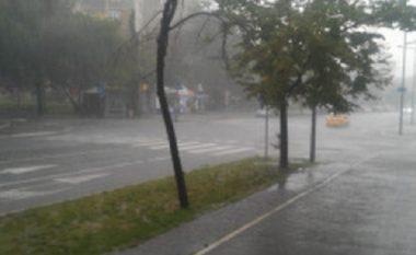 Moti i ligë me dëme në qytetin e Shkupit (Foto)