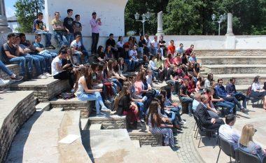 Nxënësit maqedonas të gjimnazit të Tetovës paralajmërojnë protestë