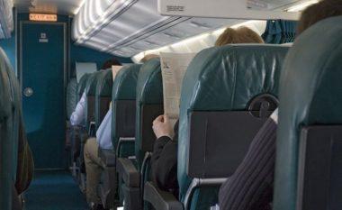 Humbi mbi 108 kilogramë, pasi e detyruan të paguaj dy bileta në aeroplan (Foto)