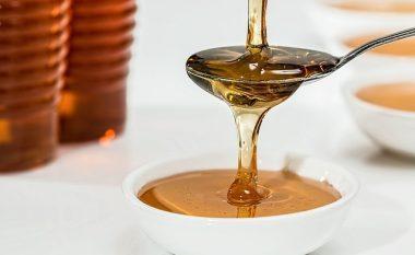 Pastrojeni fytyrën me mjaltë për lëkurë të pastër dhe të bukur