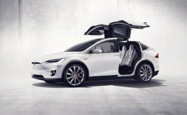 Tesla blen prapa veturën X EV