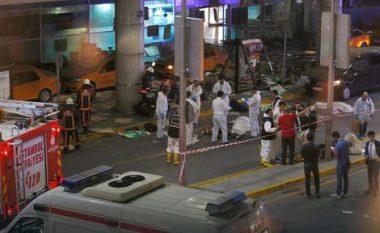 Dëshmitarët e sulmit në aeroportin e Stambollit rrëfejnë tmerrin e përjetuar (Foto)