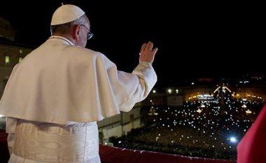 Papa, shqiptarëve: Fluturoni lart si shqiponja, simbol i vendit të Nënë Terezës