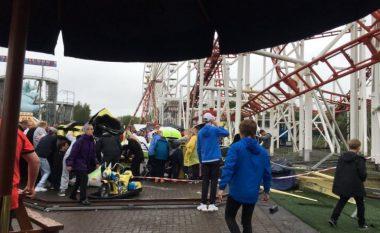 Dhjetë të lënduar pa rrëzimit të një ruli në një park lojërash në Skoci (Foto/Video)