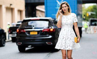 Tetë modele të fustaneve të bardha, të cilat do të mund t'i vishni këtë sezon