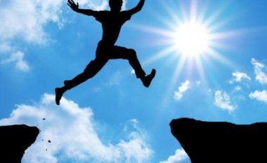 Çfarë gjëra duhet të bëni që të jeni më energjik gjatë tërë ditës?