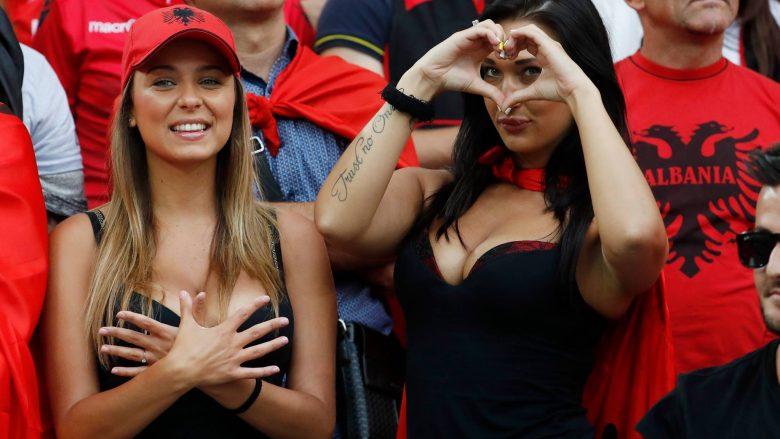 Tifozet seksi shqiptare pushtojnë stadiumin (Foto)