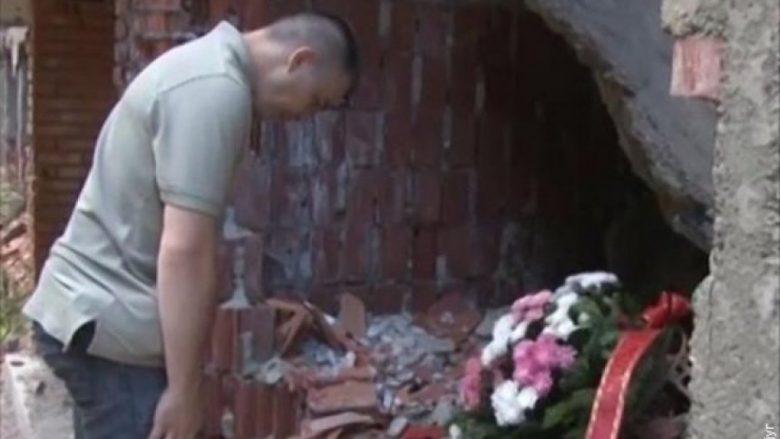 Largohen lulet e Jabllanoviqit në Koshare, zëvendësohen me flamur kombëtar (Foto/Video)