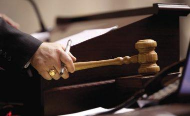 Shkoi të divorcohej, Gjyqtari i kërkon favore seksuale