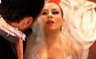 """Momenti kur Leonora Jakupi """"vritet"""" në ditën e dasmës (Video)"""