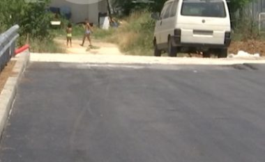 Rruga në Prizren, tash e tre vjet peng i një shtëpie (Video)