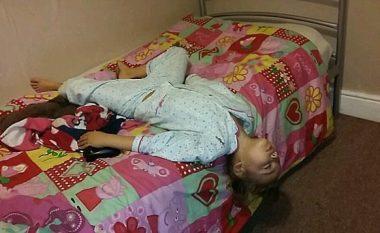 Vendet dhe pozitat më të pazakonshme, ku fëmijët i ka zënë gjumi (Foto)