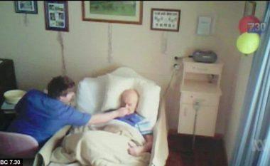 Nëpunësi i shtëpisë së pleqve, filmohet fshehtazi duke tentuar të mbyt pacientin e moshuar (Foto/Video)