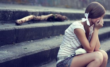 Trishtimi dëmton perceptimin për ngjyrat