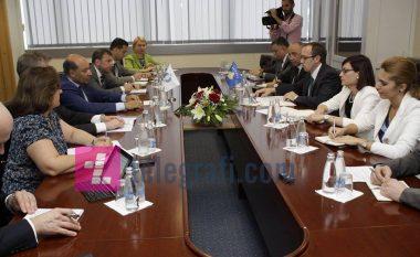 BERZH-i nënshkruan ujdi me dy banka në Kosovë