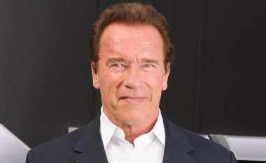 'Selfie' i Schwarzeneggerit është bërë hit, por shikoni me kë pozoi (Foto)