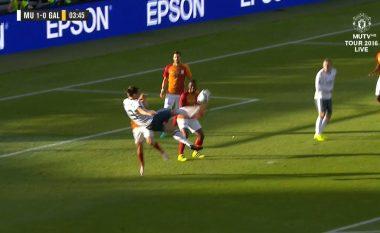 Gol fantastik nga Ibra, mos humbini edhe reagimin e Mourinhos (Video)