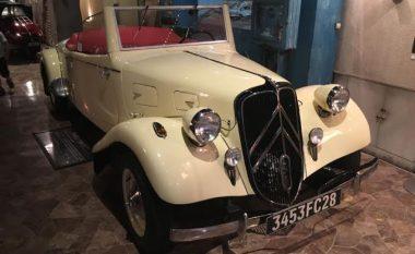 Koleksioni i mahnitshëm i veturave të vjetra, në një qendër tregtare në Japoni (Foto)