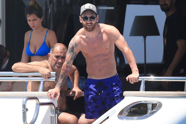 PAY-Lionel-Messi-on-holiday-in-Ibiza-on-a-yacht