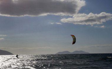 Garë me parashutë në Liqenin e Mavrovës