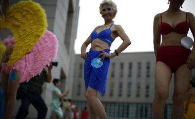 Të moshuarat shfaqen në bikini, për të treguar se bukuria nuk ka moshë (Foto)