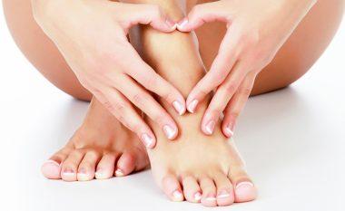 Ç'formë i ke gishtat e këmbës? Ja çfarë thonë për personalitetin tënd